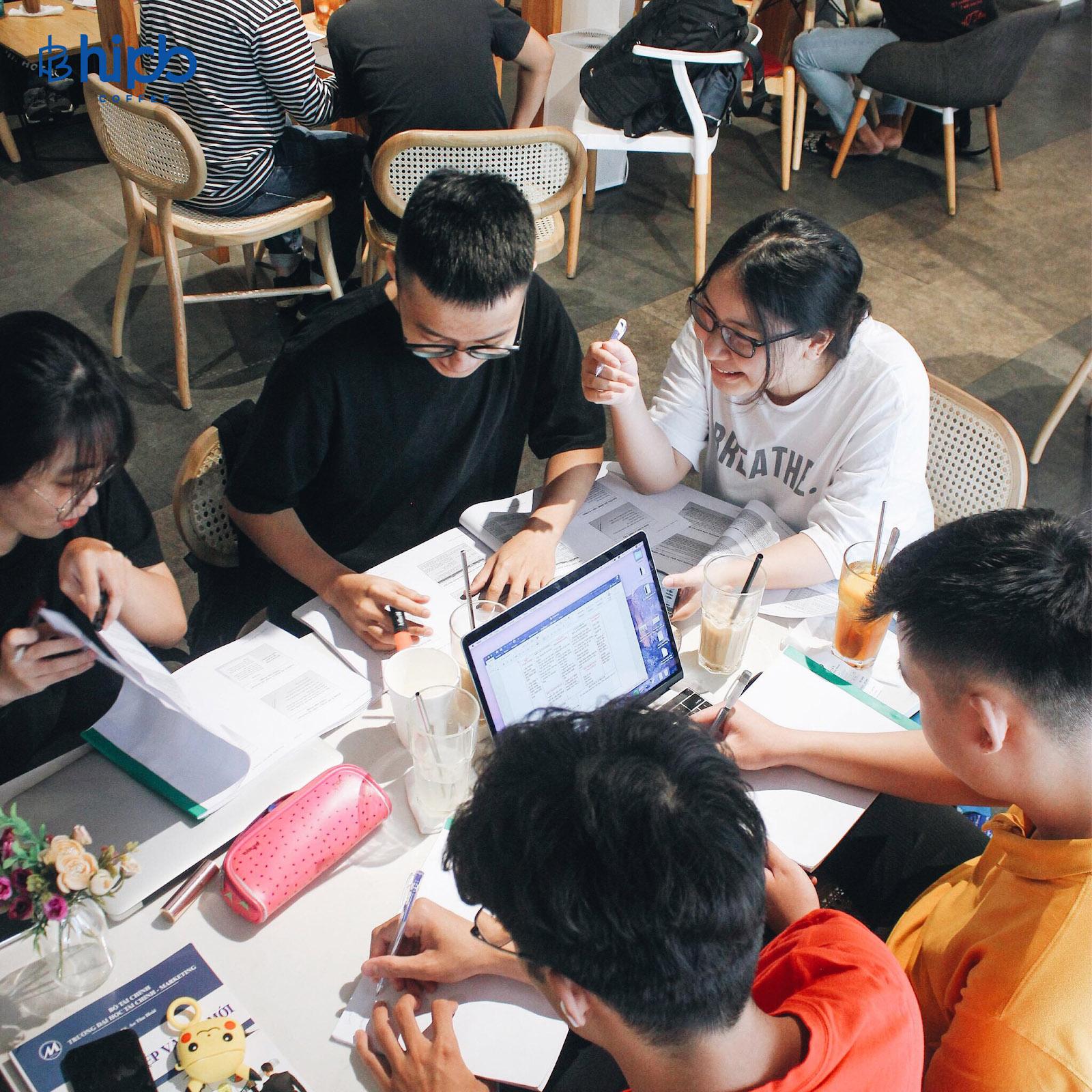 Xu hướng làm việc trong các cửa hàng cà phê của giới trẻ